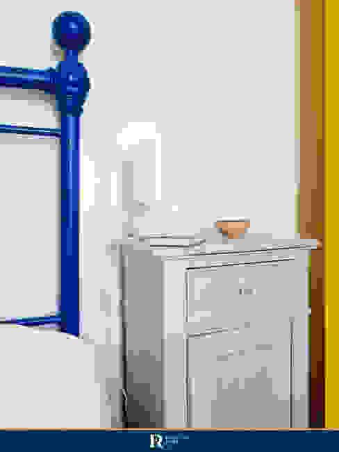 Dettaglio camera da letto Francesca Rubbi Architecture Camera da letto in stile classico Legno Grigio