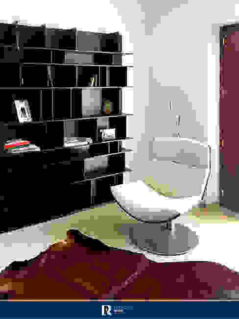 Sala da lettura - poltrona Francesca Rubbi Architecture Sala multimediale moderna Legno Nero
