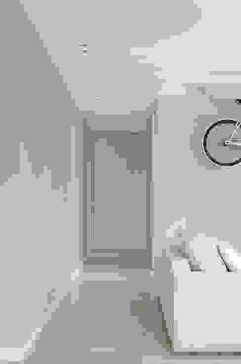 Appartamento T - open space verso zona notte Ingresso, Corridoio & Scale in stile moderno di locatelli pepato Moderno Legno Effetto legno