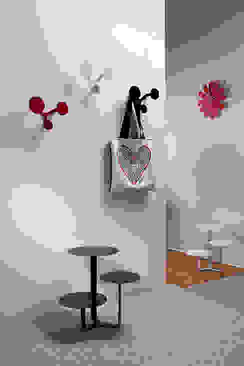 Creativando Srl - vendita on line oggetti design e complementi d'arredo Modern corridor, hallway & stairs