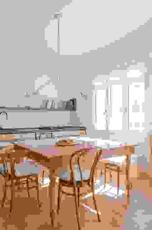 Il soggiorno Soggiorno in stile scandinavo di Angela Baghino Scandinavo