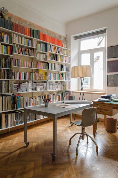 Lo studio Studio moderno di Angela Baghino Moderno