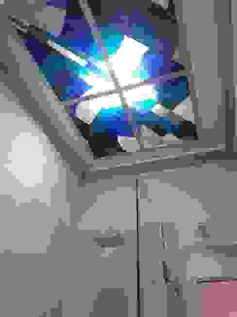 Plafond en baño con luz natural de MKVidrio Moderno Vidrio