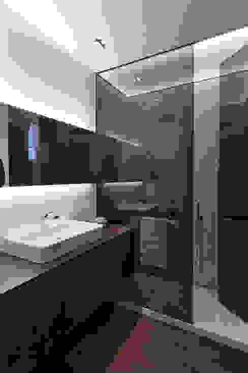 MANUEL GARCÍA ASOCIADOS Modern Bathroom Black