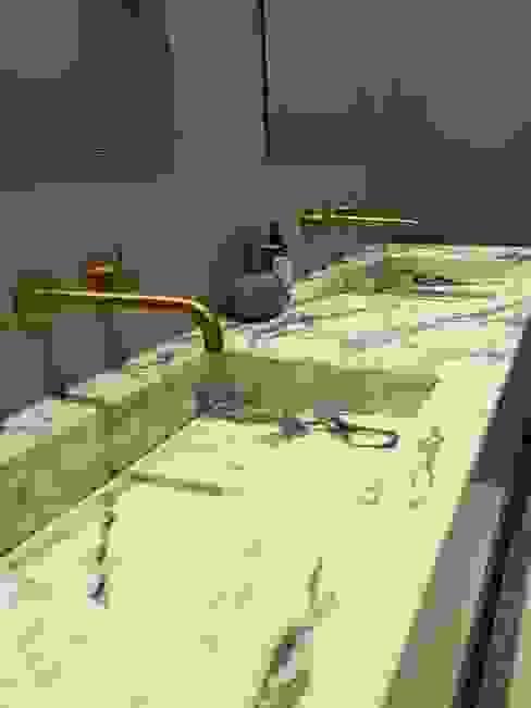 Bathroom sink design Mabella Artisans Interior Design Eclectische badkamers Marmer