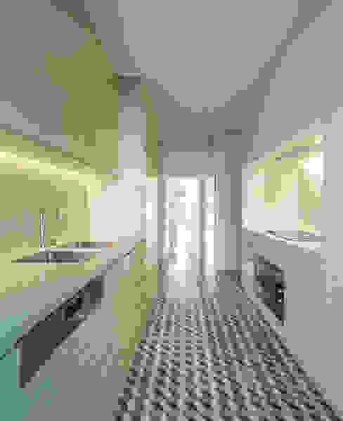 Torneiras Water Evolution e pavimentos Vives Padimat Design+Technic Armários de cozinha Cerâmica Multicolor