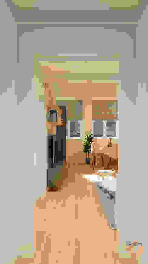 Ingresso Ingresso, Corridoio & Scale in stile moderno di Idea Design Factory Moderno