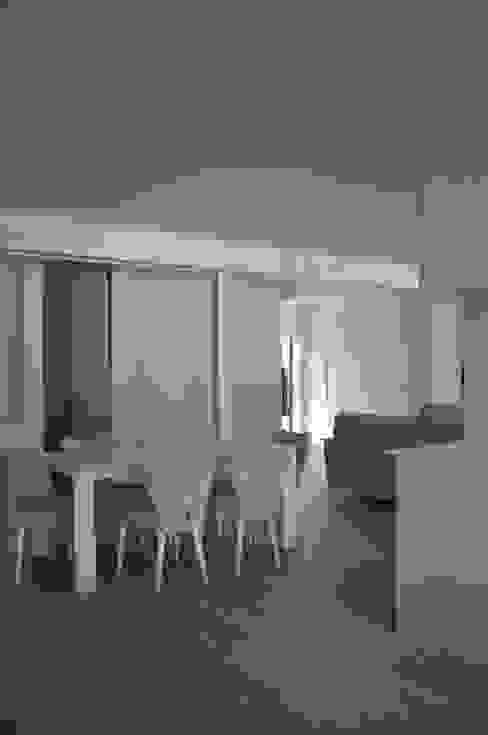 Gran Salón IMAGINEAN Salones de estilo moderno Hierro/Acero Beige