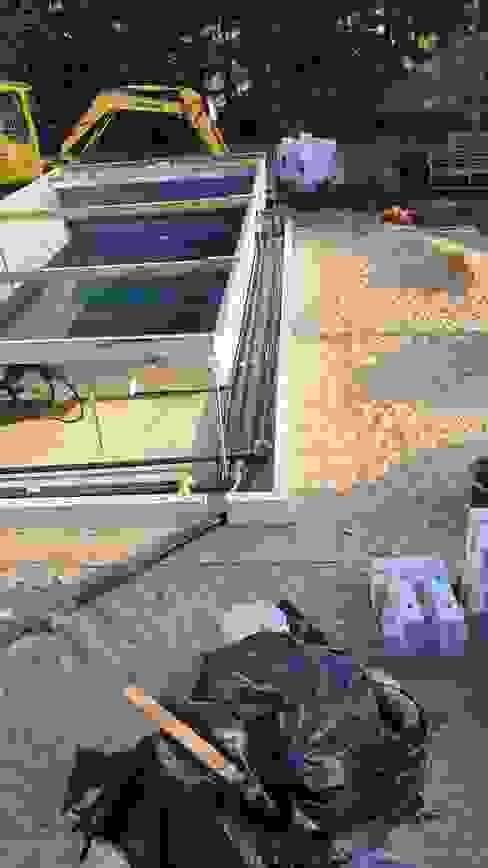 Neugestaltung eines Gartens mit Teich in eine Wohlfühloase mit Koi-Becken neben einen RivieraPool Modena mit FUN PAK Schwimmbadbau Jens Pauling Dresden Gartenpool Grau