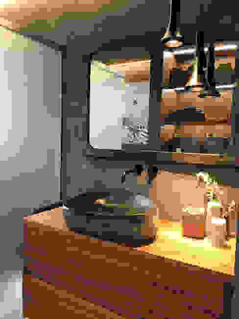 Un baño muy exótico, cambio de look Baños de estilo tropical de A interiorismo by Maria Andes Tropical Hormigón