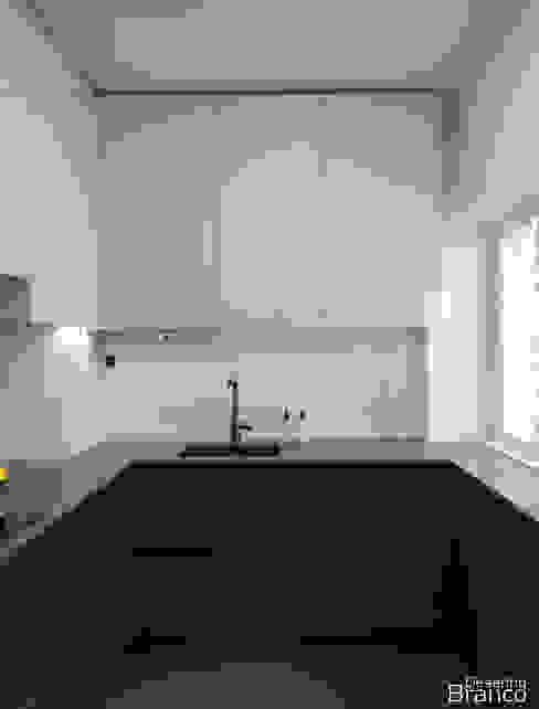 Cozinha em termolaminado bicolor Desenho Branco Cozinhas minimalistas