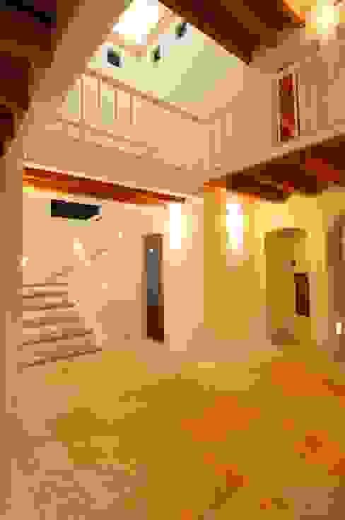 Espacios interiores Pasillos, vestíbulos y escaleras modernos de Arechiga y Asociados Moderno Mármol