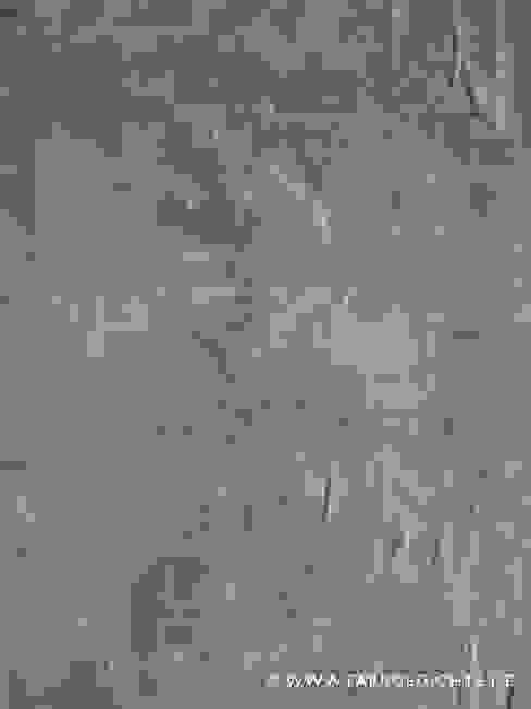 Akzentwandgestaltung – fugenlose Schiefernachahmung aus Kalkputz und Pigmenten Francoise Eichhorst Moderne Wände & Böden Kalkstein
