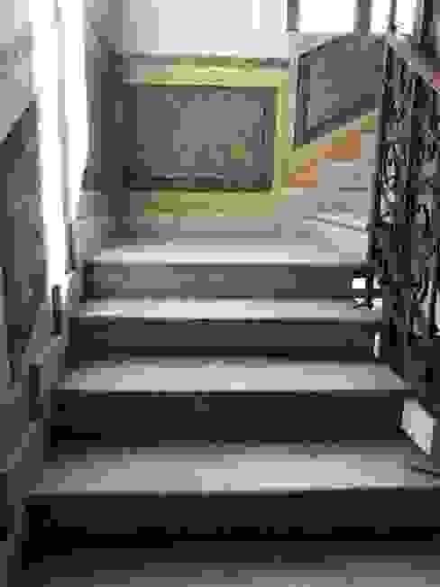 Boiserie in finto marmo Giuliana Satta Scale Laterizio Variopinto