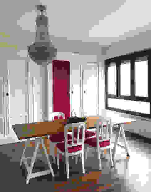 Sala da pranzo Studio Zay Architecture & Design Sala da pranzo eclettica Legno massello Bianco