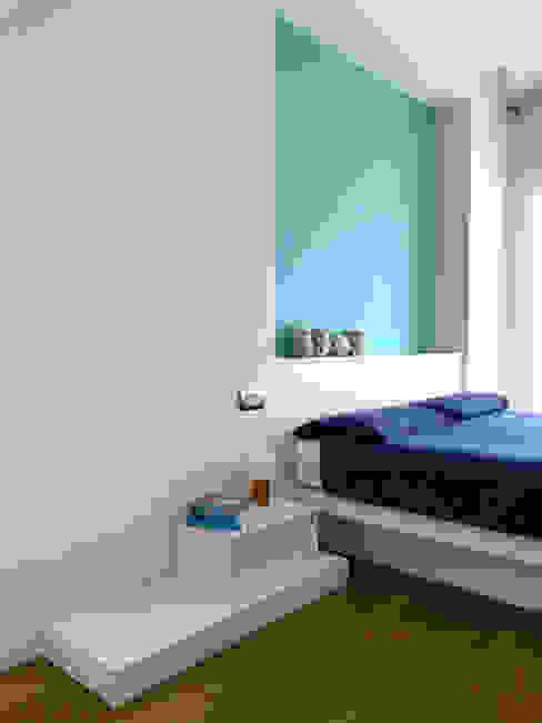 Camera 01 Studio Zay Architecture & Design Camera da letto minimalista Legno Turchese