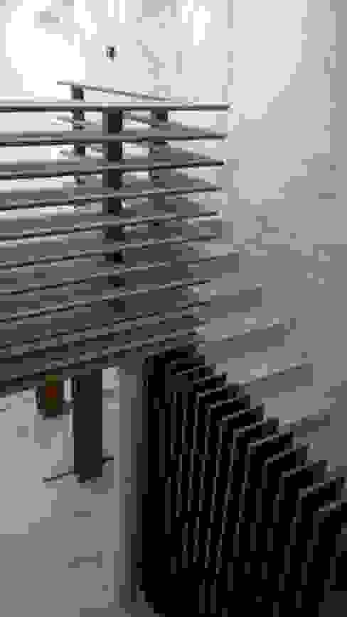 Escadaria de acesso Espaços de restauração modernos por AlexandraMadeira.Ac - Arquitectura e Interiores Moderno