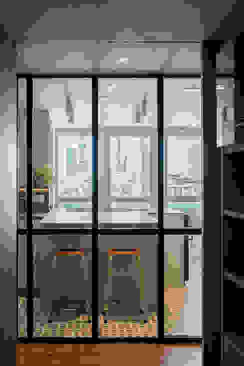 Passive 110. Cocina AGi architects arquitectos y diseñadores en Madrid Cocinas de estilo minimalista Vidrio Transparente
