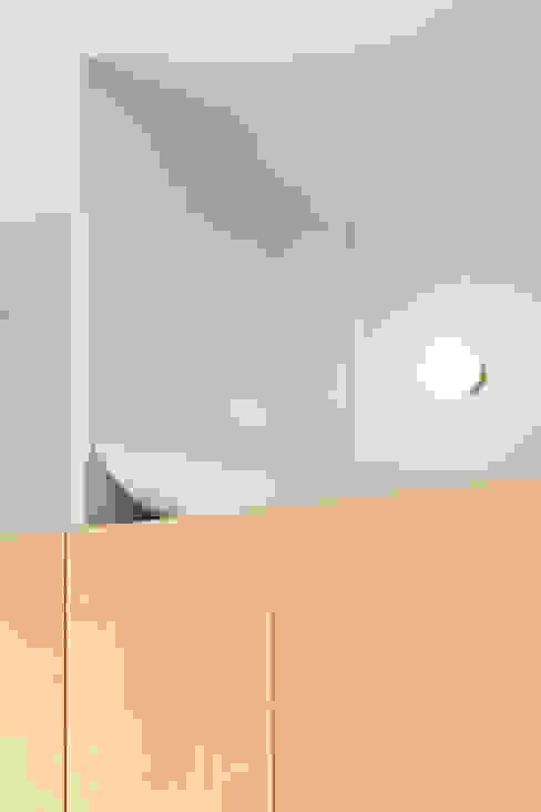 LETTI E CABINE ARMADIO/ dettaglio Cerra+Corbani Camera da letto piccola