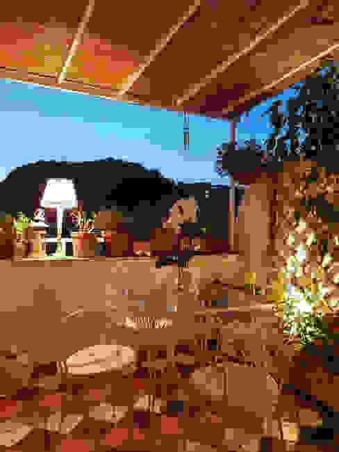 Terrazzo Clointeriors- Claudio Corsetti Balcone, Veranda & Terrazza in stile mediterraneo
