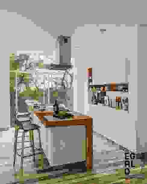 COCINA VIGUERA EGALO Arquitectura Cocinas pequeñas Madera Blanco