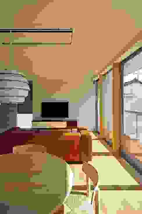 LD 空間建築-傳 北欧デザインの リビング 木目調