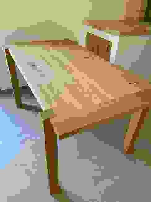 tavolo in rovere di il falegname di Diego Storani Rustico Legno massello Variopinto