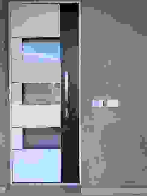Porta d'ingresso ELISA DORIGO Case in stile minimalista