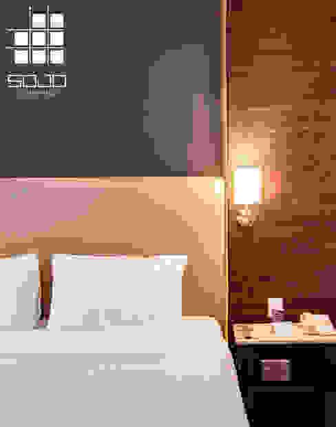 Muros cabeceros Sojo Coverings Paredes y pisos de estilo moderno