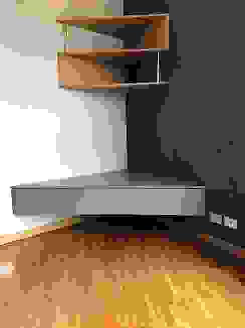 Restyling del soggiorno Silvia Camporeale Interior Designer Soggiorno eclettico MDF Blu