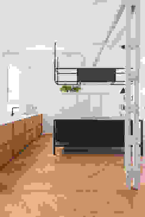 Cocina vivienda en calle Sandoval (Casa BV) Cocinas de estilo escandinavo de Plantea Estudio Escandinavo