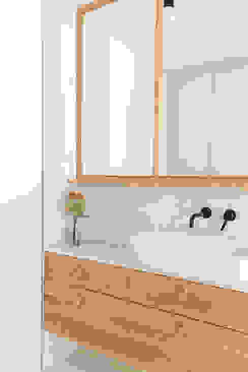 Baño Casa TM Plantea Estudio Baños de estilo escandinavo