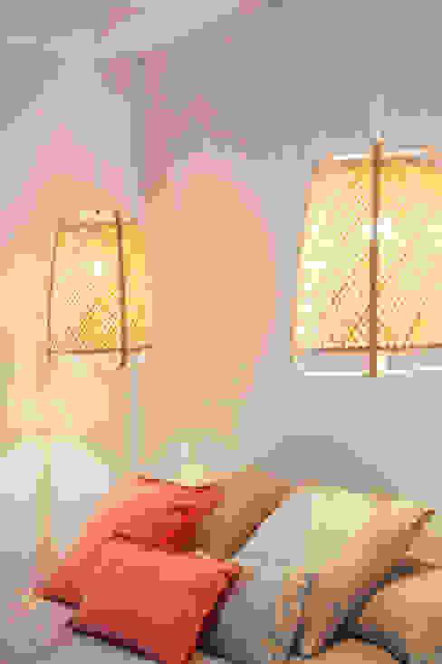 CORAL sb design studio Dormitorios pequeños Arenisca Beige