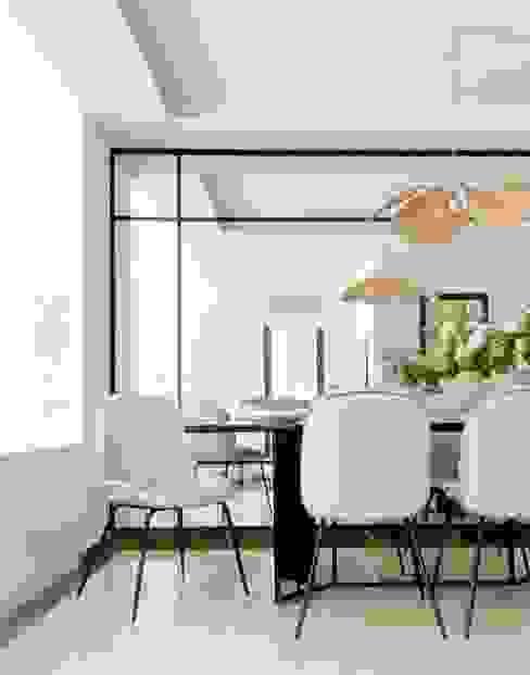 Interiorismo de Comedor Tavara Comedores de estilo moderno Blanco