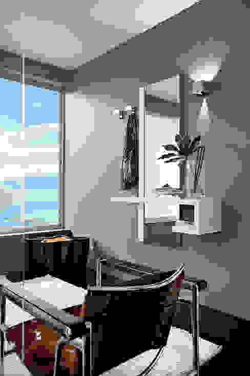 Ingresso moderno Tanno Arredamenti Ingresso, Corridoio & Scale in stile moderno