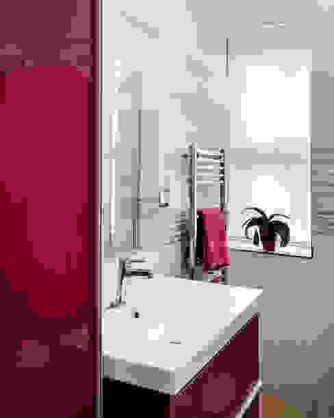 Studio Archiquadro Baños de estilo moderno Rojo