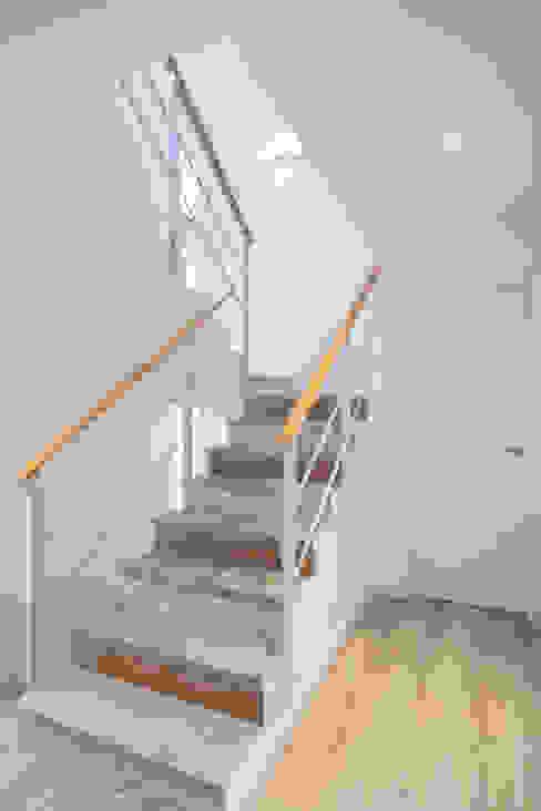 Escaleras de casa Grupo Inventia Escaleras Madera Acabado en madera