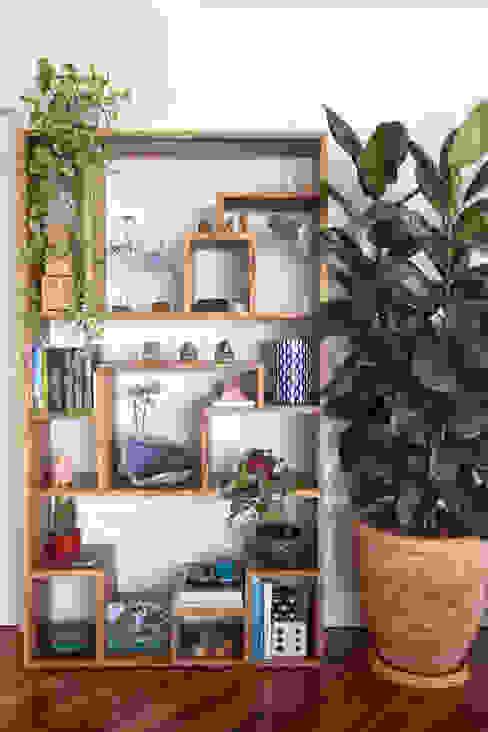Library / Accessories Shani Eck Salones de estilo ecléctico