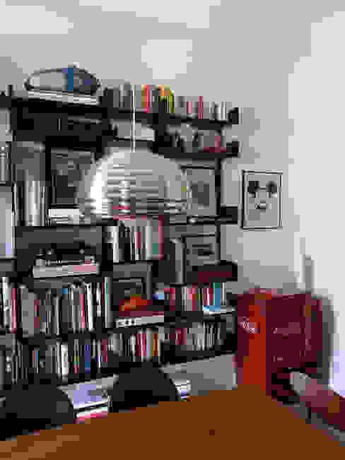Libreria Studio Zay Architecture & Design Sala da pranzo eclettica Alluminio / Zinco Nero