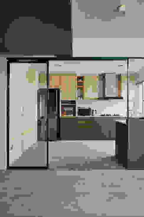ANCHORVALE Modern kitchen by Eightytwo Modern