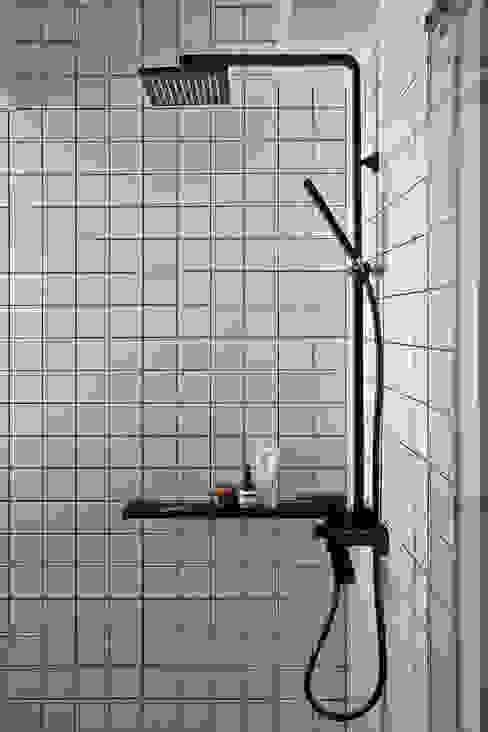 Eightytwo Phòng tắm phong cách hiện đại