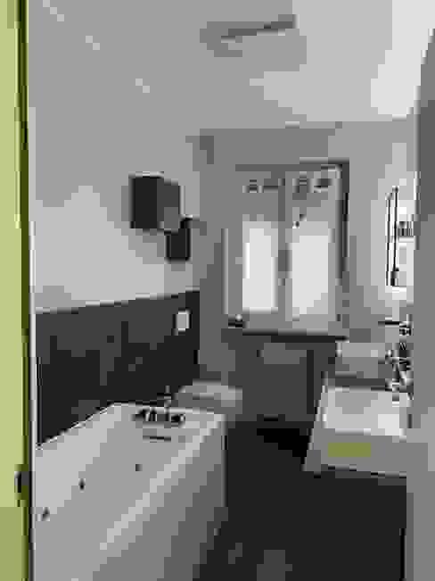 Bagno padronale dopo il restyling Silvia Camporeale Interior Designer Bagno moderno Piastrelle Grigio