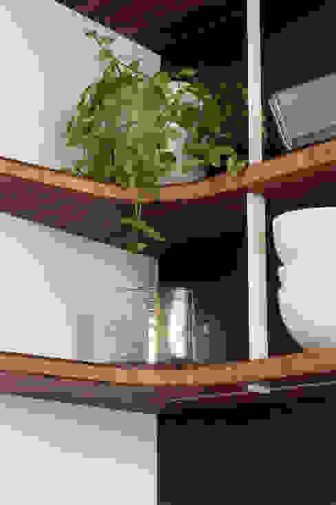 Cuisine sur-mesure PÔ, conçue, produite et installé par JOA JOA Cuisine intégrée Bambou Blanc