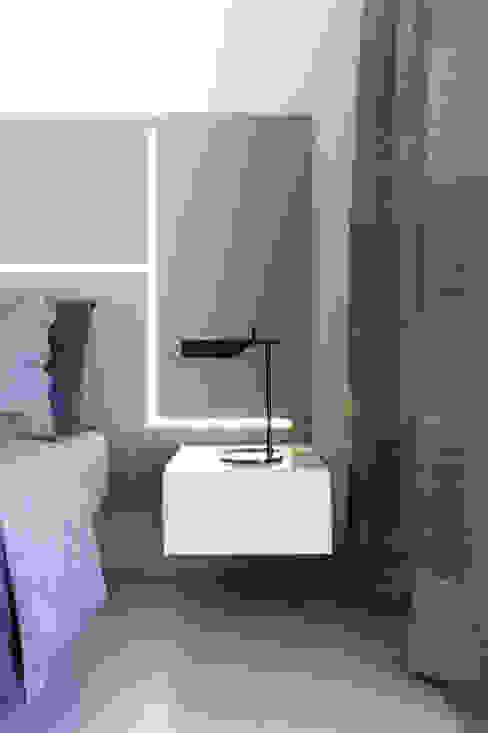 Poiesis Architetti Minimalist bedroom Grey