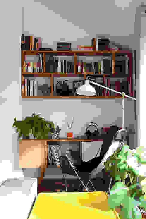 Reforma salón abierto Que tono de verde Salones de estilo moderno Madera Blanco