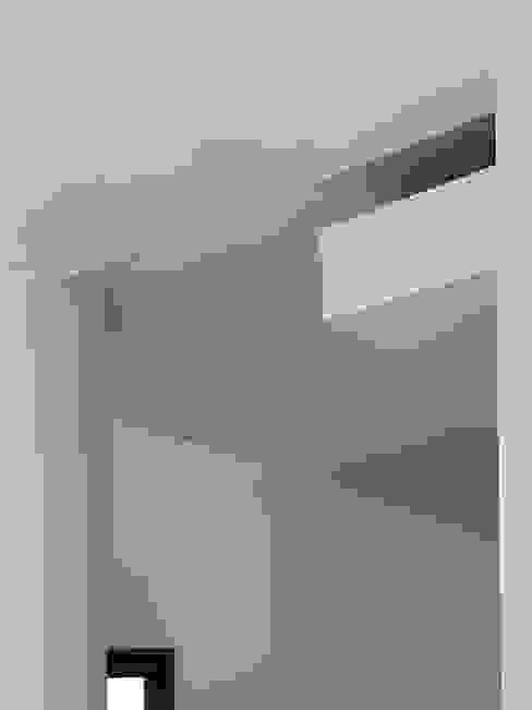 Detail of the false ceiling MEF Architect Gang, hal & trappenhuisVerlichting MDF Wit
