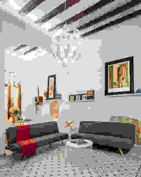 Vivienda en el Born, centro histórico de Barcelona MANUEL TORRES DESIGN Salones de estilo moderno
