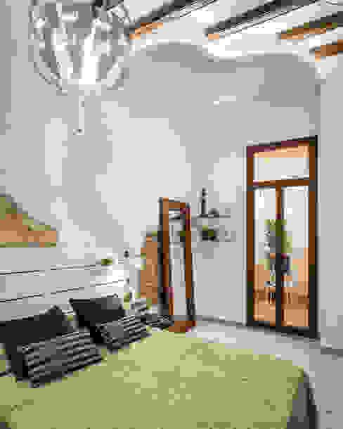 Vivienda en el Born, centro histórico de Barcelona MANUEL TORRES DESIGN Dormitorios de estilo moderno