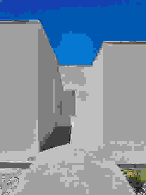 MA.TERIA. ARCHITECTURE SOLUTIONS Puertas de entrada Hormigón Blanco