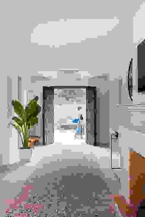 Bloomint design Hành lang, sảnh & cầu thang phong cách Địa Trung Hải